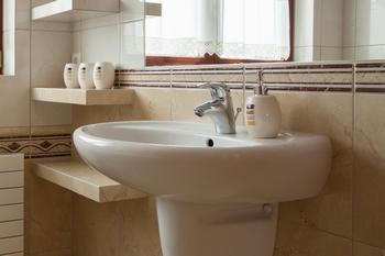 Установка и подключение раковины в ванной комнате