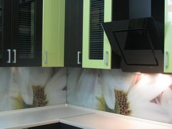 Установка кухонной вытяжки с креплением к стене
